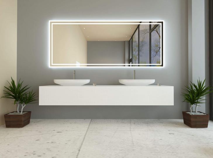 adrijana ist ein badspiegel mit beleuchtung rundherum. Black Bedroom Furniture Sets. Home Design Ideas